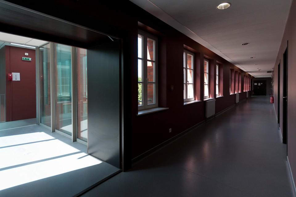 Couloir des laboratoires du lycée Georges-de-la-Tour à Metz