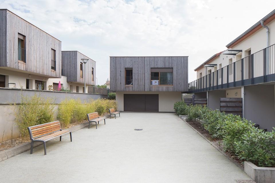 Jardinets des logements pour seniors à Plesnois