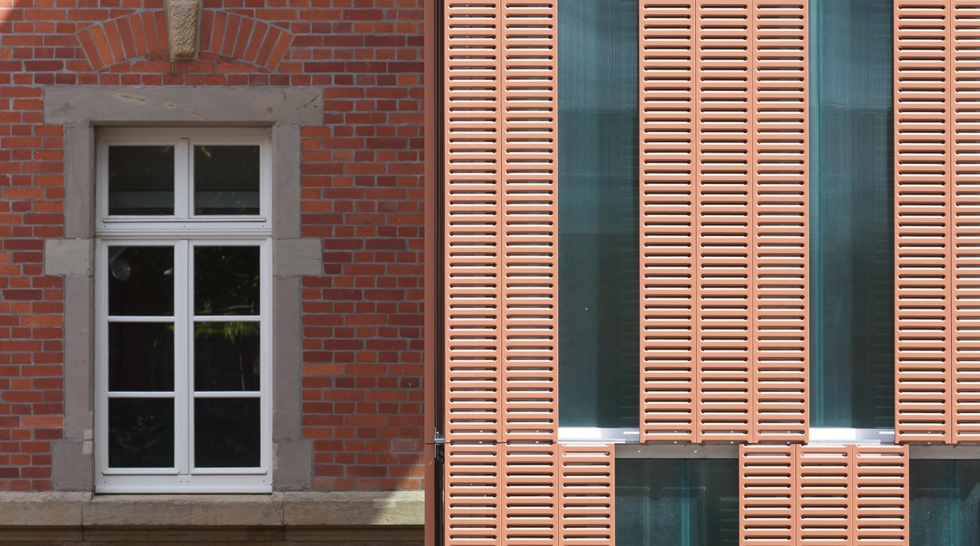 Détail de la façade du bâtiment biologie du lycée Georges de la Tour à Metz